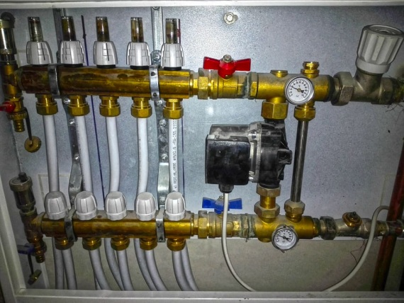 Gas supply lines in the kitchen